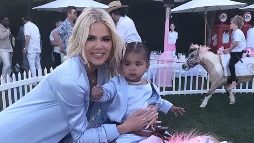 Mengintip Mewahnya Pesta Ulang Tahun Pertama Putri Khloe Kardashian
