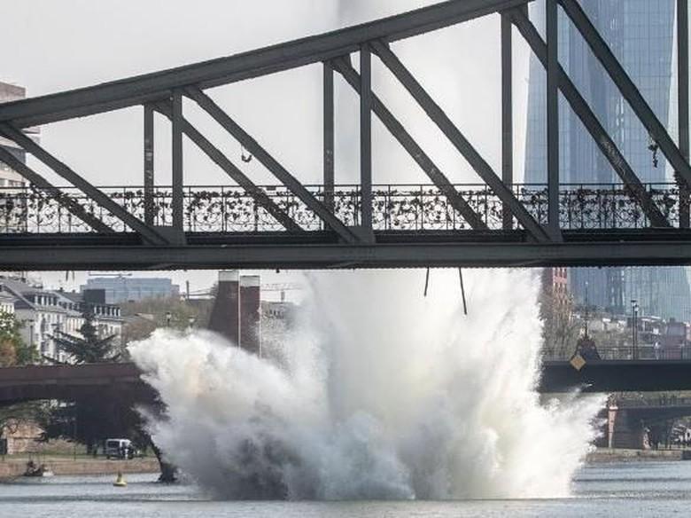 Bom Era PD II Diledakkan di Sungai Jerman, Picu Semburan Air Raksasa