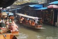 Ada juga tur dengan perahu keliling sungai lho (Shinta/detikcom)