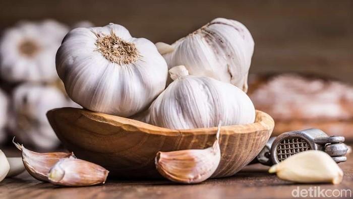 Bawang putih kerap jadi objek hoaks kesehatan. Foto: iStock