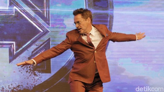 Robert Downey Jr Joget-joget di Preskon Avengers: Endgame