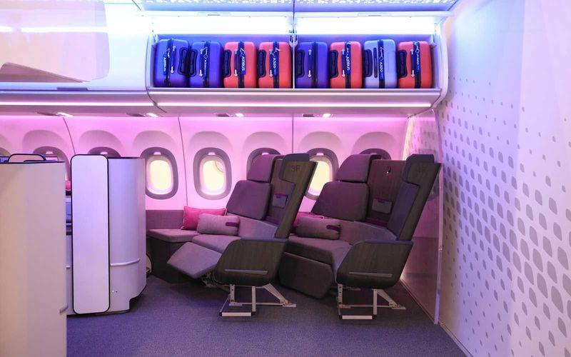Kursi kelas bisnis yang biasanya hanya bisa dibaringkan, kini lebih nyaman karena mirip sofa yang luas (Airbus)