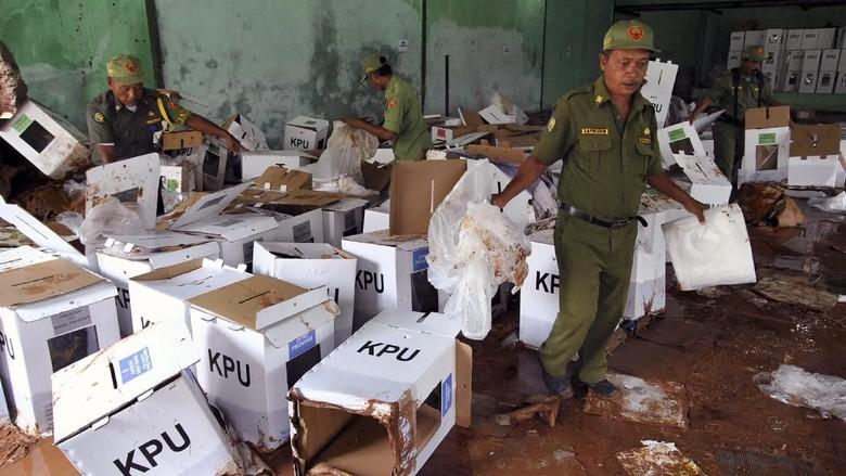 Komisi II DPR Minta KPU Segera Atasi Logistik Pemilu yang Terimbas Banjir
