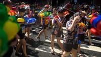Inilah bulan yang paling dinantikan masyarakat Thailand. Di bulan April ini ada perayaan Songkran. Songkran Tahun Baru Thailand dan hari libur nasional (AFP)