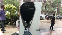 Tempat Ngecas Mobil Listrik Secepat Kilat ala PLN Aman dari Byar Pet?