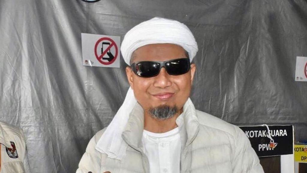 Ustaz Arifin Ilham Kritis, Keluarga Terbang ke Malaysia