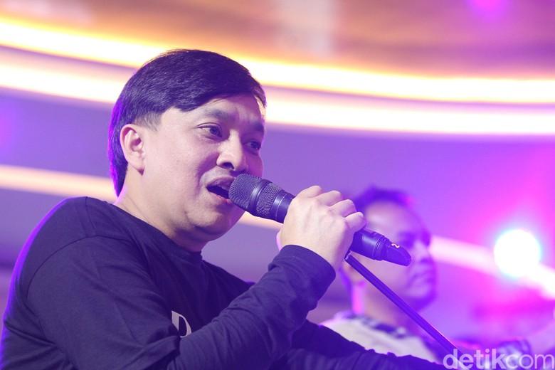Cerita Yovie Widianto Sumbang Suara dalam Lagu Baru Kahitna
