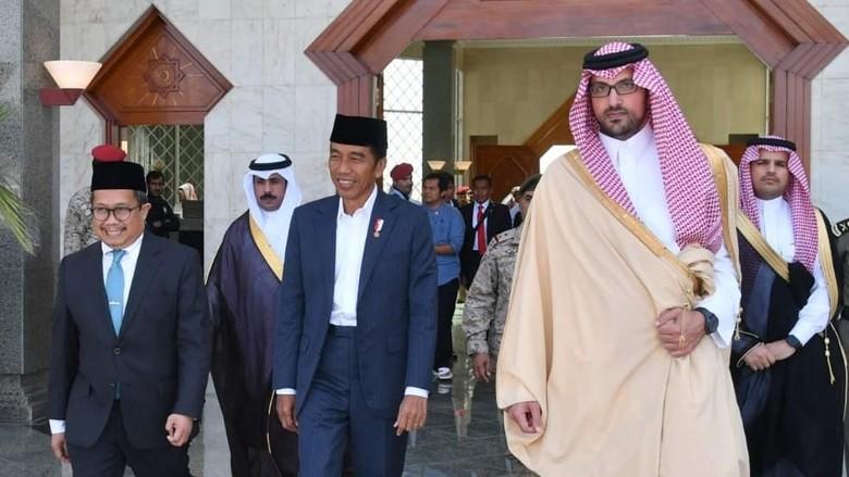 Usai Umrah, Jokowi Ziarah ke Makam Nabi Muhammad SAW di Masjid Nabawi