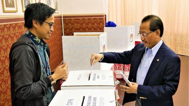 Dubes RI untuk Federasi Rusia dan Republik Belarus, M Wahid Supriyadi, juga ikut menggunakan hak suaranya