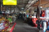 Selain itu, traveler juga bisa berbelanja di bangunan pasar (Shinta/detikcom)