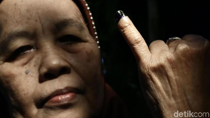Kelingking dengan bekas pemilu juga jadi senjata untuk berburu diskon (Foto: Dikhy Sasra)
