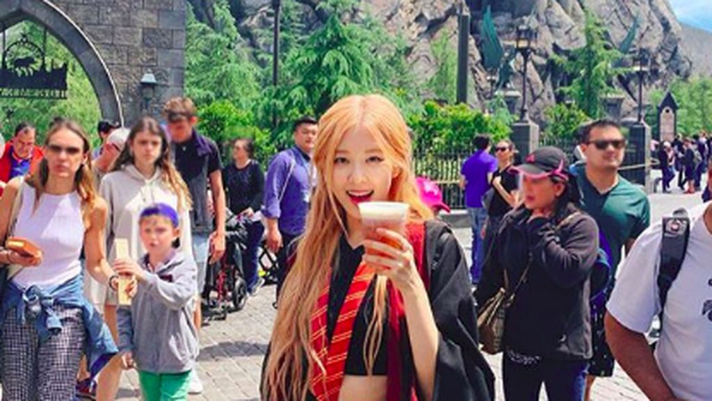 Cantiknya Rose Blackpink di Universal Studios Hollywood
