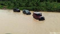 Video: Mobil Offroad Tembus Medan Sulit Distribusikan Logistik Pemilu