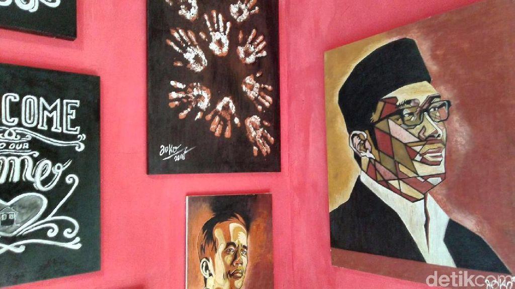 Keren! Pria Ciamis Ini Bikin Lukisan dari Tanah dan Sampah