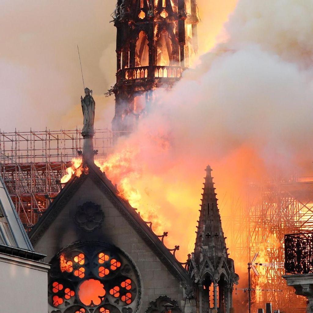 Jam Replika Abad ke-19 Ditemukan untuk Perbaikan Katedral Notre Dame