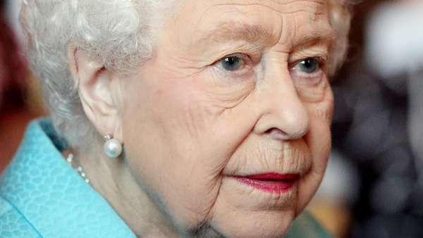 Kesedihan Ratu Elizabeth II Melihat Api Selimuti Katedral Notre-Dame