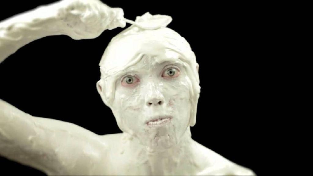 Hiii Seram! Iklan Es Krim Ini Viral Karena Aneh dan Menyeramkan
