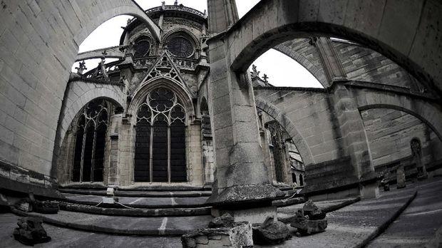 Macron Targetkan Rehabilitasi Gereja Notre Dame dalam 5 Tahun