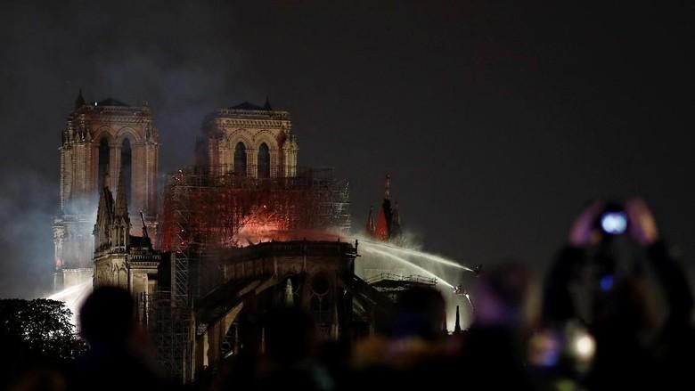 Penyebab Kebakaran Katedral Notre-Dame Belum Jelas, Api Padam Sebagian