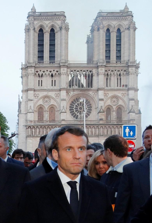Bareng PM Philippe, Presiden Macron Cek Lokasi Kebakaran Gereja Notre Dame