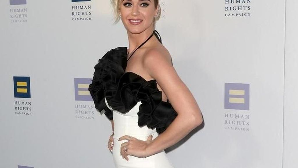 Rutin Konsumsi dan Mandi Cuka Apel Jadi Rahasia Bugar Katy Perry