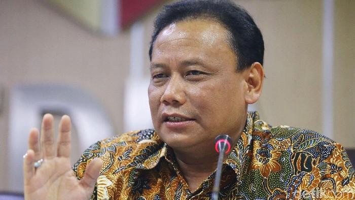 Ketua Badan Pengawas Pemilu (Bawaslu) Abhan memberikan keterangan kepada awak media terkait surat suara tercoblos di Malaysia. Bawaslu merekomendasikan penggantian dua anggota PPLN Kuala Lumpur.