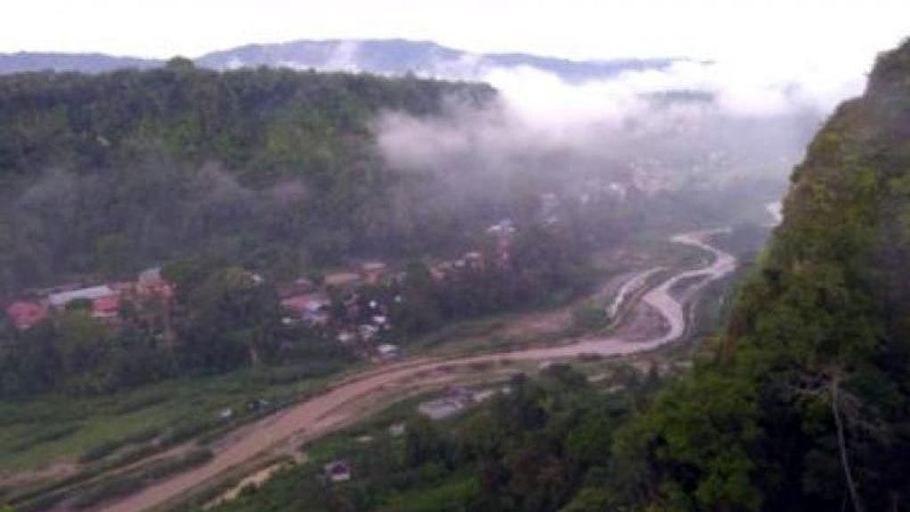 Sensasi Lari Menembus Awan di Bukittinggi
