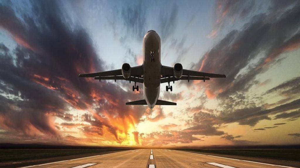 Benarkah Terbang ke Arah Barat Lebih Lama dari pada ke Timur?