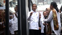Presiden Joko Widodo (Jokowi) didampingi Direktur Utama BRI Suprajarto dan Menteri BUMN Rini Soemarno meresmikan Halal Park di Kompleks Gelora Bung Karno (GBK), Jakarta. Jokowi berbicara mengenai Indonesia yang kini berada di peringkat pertama wisata halal di dunia.