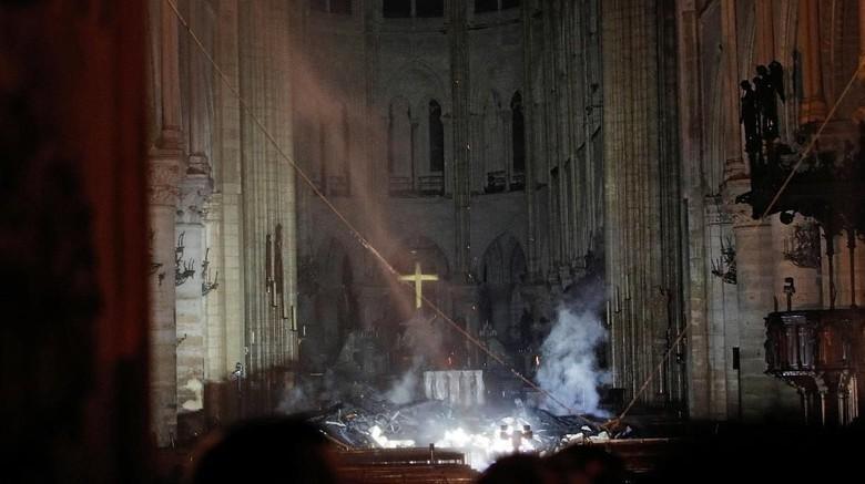 Notre Dame pasca kebakaran (REUTERS/Philippe Wojazer/Pool)