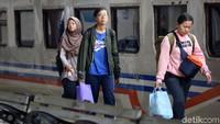 Penambahan kereta api itu untuk mengatasi lonjakan penumpang saat libur pemilu hingga libur nasional peringatan wafatnya Isa Al Masih.