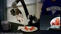 Keren! Robot Ini Dirancang Untuk Menyuapi Makan Penyandang Disabilitas