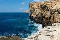 Azure Window di Malta ini cukup populer di kalangan traveler. Objek tersebut merupakan lokasi adegan pernikahan Daenerys Targaryen dan Khal Drogo di Game of Thrones season 1 (iStock)