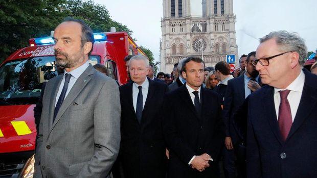 Presiden Prancis, Emmanuel Macron bersama Perdana Menteri Prancis, Edouard Philippe dan Menteri Kebudayaan Franck Riester