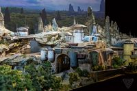 Berkolaborasi dengan Disney, Coca-cola Luncurkan Botol Bertema 'Galaxy's Edge Park'