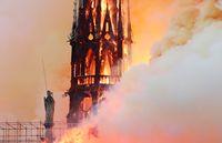 Katedral Bersejarah Prancis Notre-Dame Runtuh Dilalap Api