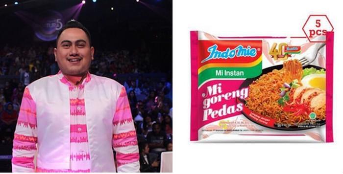 Saat berbaju pink dan putih, Nassar pun jadi terlihat seperti bungkus Mi Goreng Pedas ya? Foto: Twitter @dedyrfky
