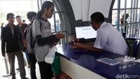 Dari hasil pantauan petugas PT KAI, untuk tiket KA tanggal 16 sampai dengan 21 April 2019 juga sudah terjual 100%. Calon penumpang rata-rata telah memesan tiket untuk menuju Jakarta, Bandung, Yogya/Solo maupun ke Surabaya.