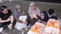 Shireen, Zaskia dan Irwansyah Bantu Seorang Penjual Kerupuk Bayar Kontrakan