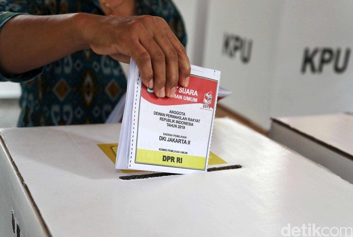 Ilustrasi Surat Suara Pemilu 2019 untuk pemilihan presiden dan wakil presiden, DPR RI, DPRD Kota/Kabupaten dan DPD RI