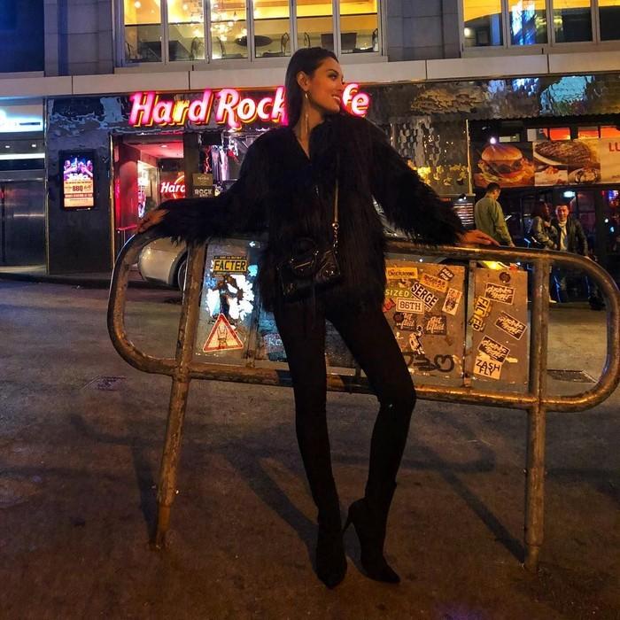 Model cantik Erika Carlina kini tengah menjalin hubungan yang spesial dengan Aldi Maldini. Lewat Instagramnya, model yang juga berprofesi sebagai artis ini sering membagikan momen kulinerannya. Foto: Instagram @eri.carl
