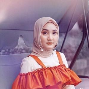 Peniti Magnet hingga Kelip Turki, 5 Aksesori Hijab Murah yang Lagi Hits