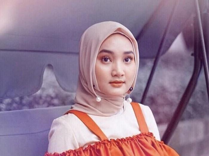 Gaya Hijab Jepit Fatin Shidqia