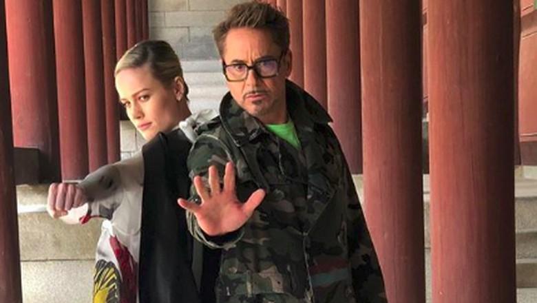 Brie Larson dan Robert Downey Jr di Gyeonghuigung Palace (robertdowneyjr/Instagram)