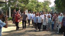 JK Gandeng Cucunya Nyoblos di TPS 04 Kebayoran Baru