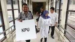 KPU menyebut pasien di rumah sakit bisa tetap mencoblos dengan KTP elektronik dan formulir A5. Namun banyak pasien kecewa karena tidak bisa mencoblos.
