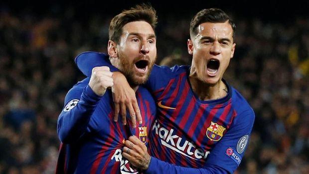 Philippe Coutinho mencetak gol ketiga Barcelona saat melawan Manchester United.