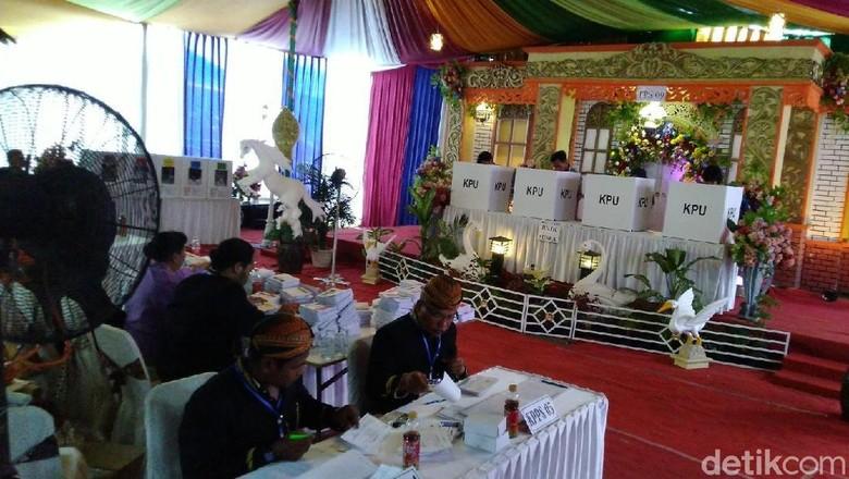 TPS di Semarang Ini Mirip Pesta Pernikahan untuk Lawan Golput