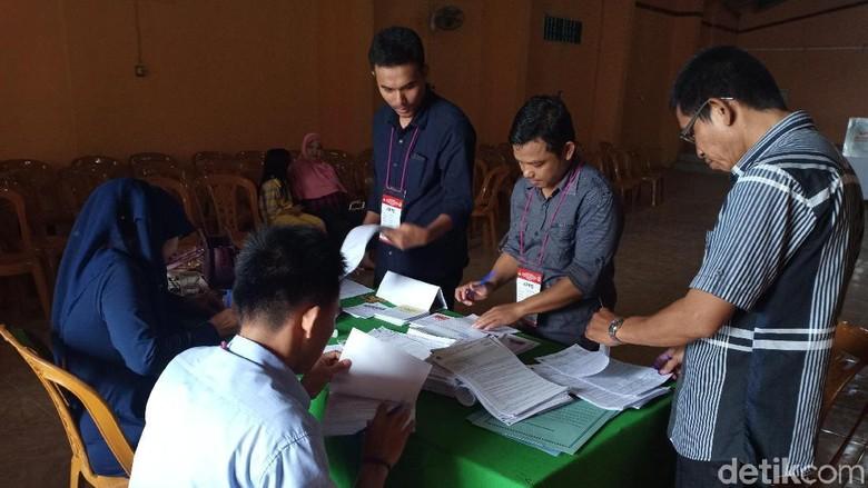 Pemilih di TPS Parepare Laporkan Satu Surat Suara Tercoblos