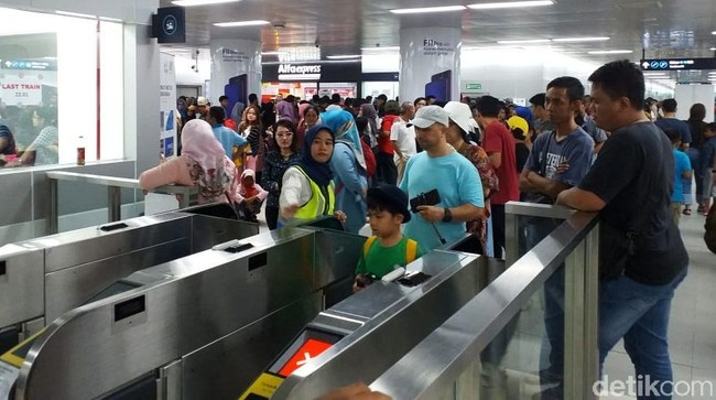 Mulai Hari Ini Tarif MRT Berlaku Normal